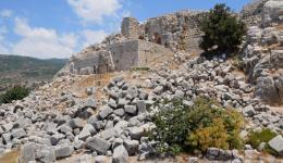 מפולת אבני בניין ענקיות מהחומה של קלעת נמרוד