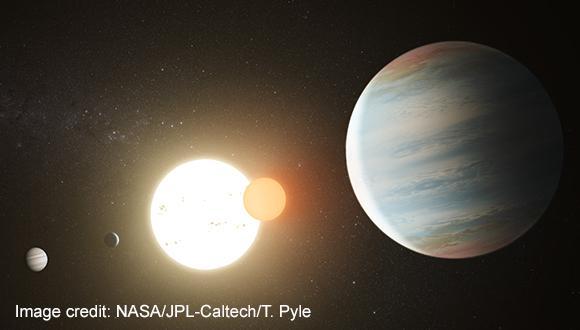 גילוי של כוכב כפול המוקף בשלשה כוכבי לכת